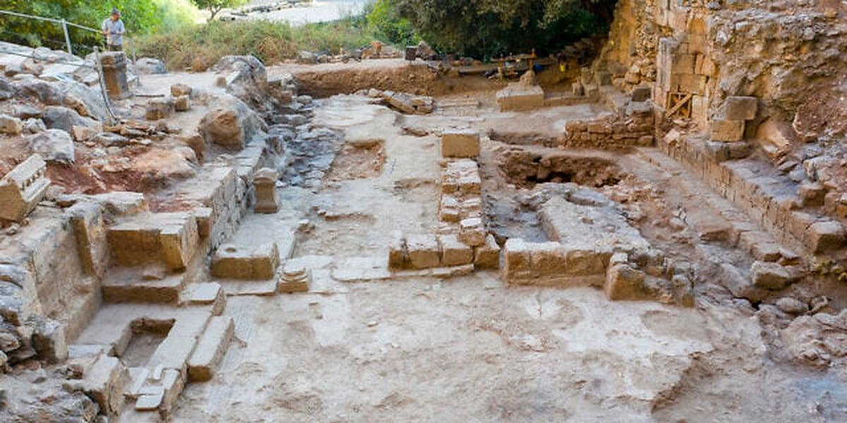 Igreja antiga é encontrada no local onde Jesus entregou as chaves do Reino a Pedro