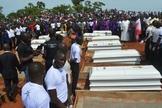 Cristãos mortos em ataques são sepultados na Nigéria. (Foto: Intersociety)
