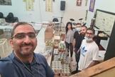 O pastor Saleem Shalash e voluntários da igreja se preparando para a distribuição de alimentos (Foto: Home of Jesus the King Church)