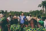 Missionários pregam em uma pequena cidade fora de Monróvia, na Libéria. (Foto: 153 Project)