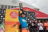 Filipe Toledo conquista etapa de Gold Coast