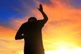 Oração. (Foto: Revista Ei)