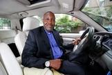 Kenneth Drayton usa Uber para evangelizar passageiros. (Foto: Angel Chevrestt)