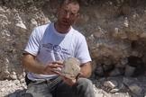 As escavações foram acompanhadas pelo Dr. Yonatan Adler. (Foto: Reprodução).