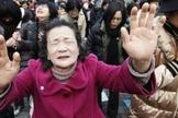Cristãos orando pelos norte-coreanos em Seul, capital da Coreia do Sul. (Foto: Reuters/Kim Hong-ji)