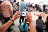 Performance com homem nu envolvendo crianças durante evento do Museu de Arte Moderna gerou grande polêmica nas redes sociais. (Foto: O Globo)
