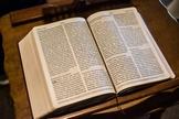 Mesmo sendo escrita num período de mais de mil anos, por homens de vários estofos culturais e intelectuais e de diferentes matizes sociais, a Bíblia possui plena harmonia. (Foto: sangabrielcommunity.org)