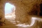 """Cena do filme """"A Paixão de Cristo"""", de Mel Gibson, remonta o interior do túmulo de Jesus Cristo. (Imagem: Youtube)"""