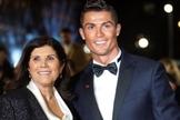 Maria Dolores Alveiro com o filho Cristiano Ronaldo. (Foto: Flash.PT)