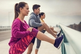 Ser fisicamente ativo pode afastar o câncer. Ande mais e reduza o tempo no computador. (Foto: iStock)