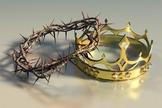 Coroa de espinhos e coroa de ouro com pedras preciosas. (Foto: Getty)