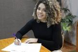 Anny Theyler assina contrato com a Nova Fase Distribuição. (Foto: Divulgação).