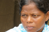 A mãe de quatro filhos era casada com Aadarsh, o pastor de sua comunidade local. (Foto: Reprodução).