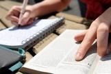 Estudo da Bíblia. (Foto: Universidade da Bíblia)