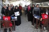 Refugiados sírios recebendo ajuda da agência de refugiados da ONU em Trípoli, no norte do Líbano. (Foto: Reuters/Omar Ibrahim)