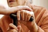 Cuidado e atenção com os idosos podem nos ensinar mais que do podemos imaginar. (Foto: Getty)