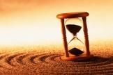 O tempo passa, ora lentamente, ora assustadoramente rápido demais. (Foto: Getty)