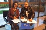 Israel Salazar e Renata Cenízio, gerente artístico da Universal Music Christian Group. (Foto: