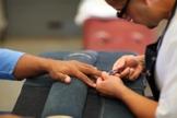 Hábitos para manter suas unhas fortes e saudáveis. (Foto: Robert Donald/Barcroft Images/Barcroft Media/Getty Images)