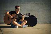 Emerson Orofino é ex-vocalista da Banda IdeALL. (Foto: Divulgação).