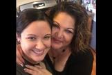 Deanna Mckeehan (direita) e sua filha mais velha, já com 30 anos. (Foto: Pinterest)