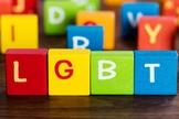 Blocos usados por crianças em escola formam a sigla LGBT. (Foto: CBN News)
