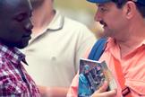Operação Trânsito leva Bíblias para países onde nem sempre é possível sua entrada. (Foto: Reprodução/Sociedade Bíblica Espanhola)