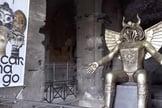 O ídolo pagão Moloch é exibido na entrada do Coliseu, em Roma, como parte de uma exposição que foi aberta em 27 de setembro de 2019. (Imagem: sanmarinortv.sm / captura de tela)