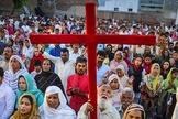 Cristãos perseguidos protestam contra a intolerância religiosa. (Foto: CBN News)