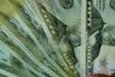 Dólar fecha o dia em alta