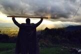 Joel Engel no monte de adoração. (Foto: Ministério Engel/ Facebook)