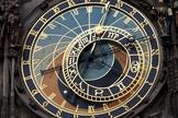 Por que gastar tempo com horóscopos e atividades do ocultismo quando você poderia se concentrar em coisas mais positivas? (Foto: Reprodução)
