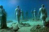 Esculturas representando moradores de ilha espanhola foram expostas no fundo do Atlântico (Foto: BBC)