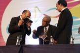 Alckmin e Barbosa foram presenteados com um exemplar da Bíblia Sagrada. (Foto: Guiame/ Marcos Paulo Corrêa)