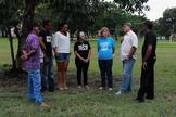Pastor Nelson Massambani (camisa branca) é pastor, lidera o ministério Celebrando Restauração na Fundação Batista Central, trabalhando com a ressocialização de presidiários e dependentes químicos. (Foto: G1)