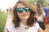 Os óculos escuros são indispensáveis para looks estilosos e confortáveis. (Foto: Divulgação)
