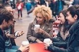 É essencial vencer algumas barreiras emocionais para interagir fora do país. (Foto: Getty Images)