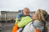 Viajar com crianças exige atenção redobrada, mas não é uma missão impossível. (Foto: Barefoot Blonde)