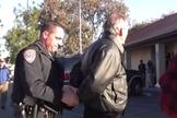 Após sua prisão, Mackey foi processado criminalmente no tribunal estadual da Califórnia. Ele então entrou com um processo contra o oficial Meyer. (Foto: Reprodução).