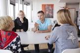 É importante não ter apenas uma conversa única, mas sim conversas contínuas ao longo da vida. (Foto: Reprodução)