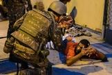 Soldados da Força Nacional durante abordagem em ruas do Espírito Santo. (Foto: El Pais Brasil)