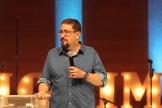 Luciano Subirá explica que ao nos sujeitarmos a Deus temos poder contra o inimigo. (Foto: Reprodução).