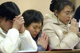 Mulheres orando na China. (Foto: International Review)