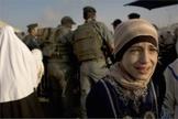 Imagem ilustrativa. Menina palestina chorando na travessia da Cisjordânia. (Foto: Reprodução)