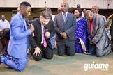 Ministro da Agricultura de Uganda, Hon. Kibanzanga Christopher, faz oração entregando nação a Jesus. (Foto: Guiame/Marcos Paulo Corrêa)