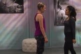 A cena da série 'The Next Step' exibiu um beijo lésbico entre duas personagens adolescentes. (Imagem: CBBC - Reprodução)