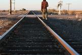 Imagem ilustrativa. Dominique estava deitado numa linha de trem, na Índia, quando foi salvo por Deus. (Foto: Shutterstock)