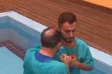 Agustin Fernandez foi batizado na Igreja Apostólica Novidade de Vida, em São Paulo. (Foto: Reprodução/Facebook)