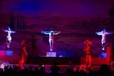 """Cena da crucificação de Jesus Cristo no musical """"Sua Vida"""". (Foto: Reprodução/Facebook)"""