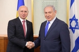 Primeiro-ministro de Israel, Benjamin Netanyahu, em reunião com o premiê da Moldávia, Pavel Filip, em 2017. (Foto: GPO/Amos Ben-Gershom)